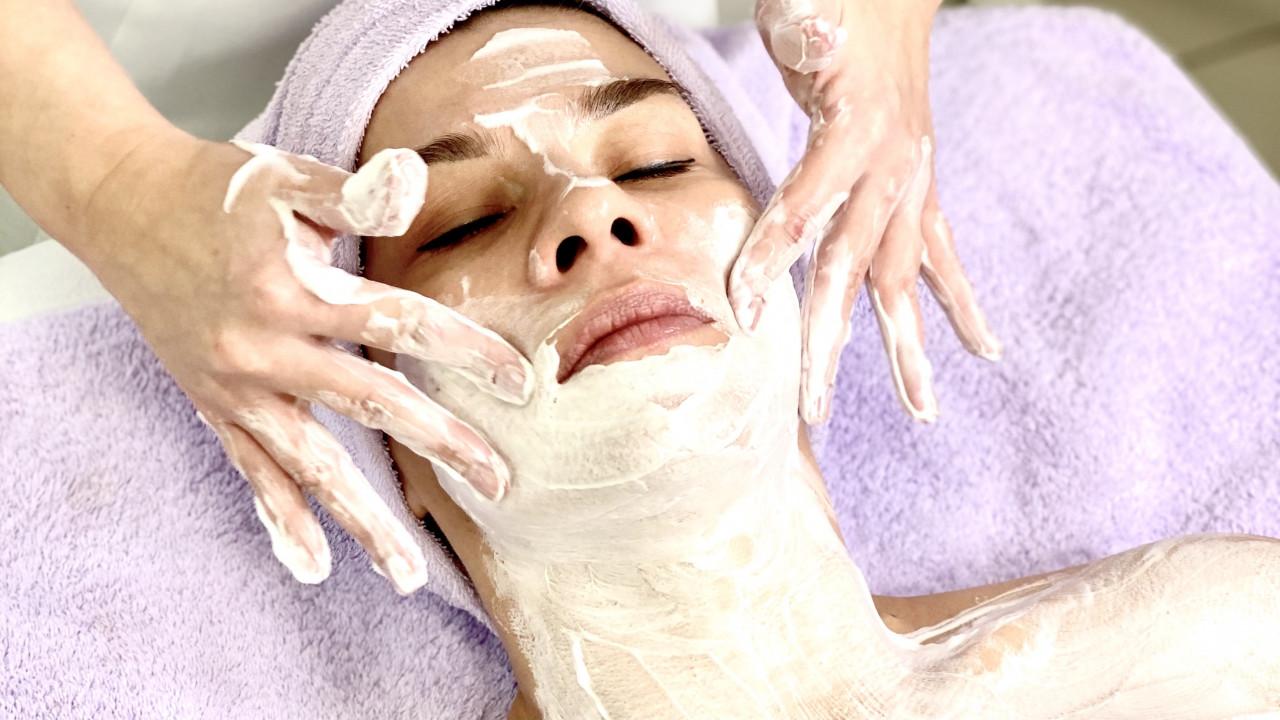 Japoński rytuał masażu twarzy